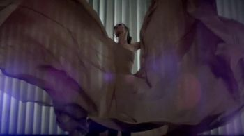 L'Oreal Paris Voluminous Butterfly Mascara TV Spot - Thumbnail 7