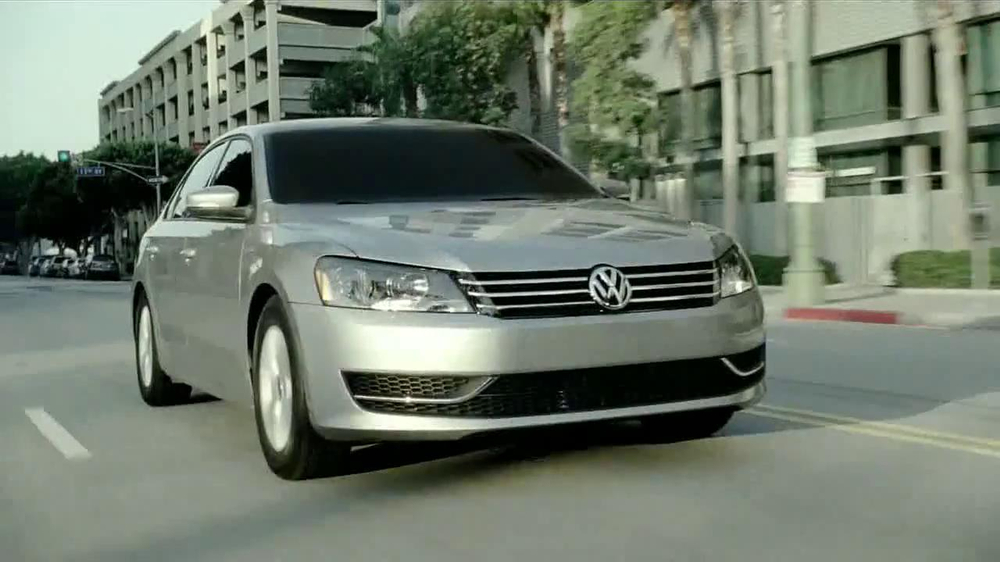 volkswagen evento sign  drive passat commercial televisivo ispottv