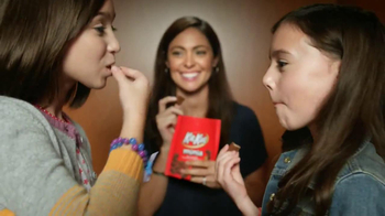 KitKat TV Spot, 'Carnival Photo Booth'