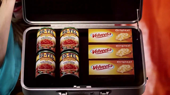 Velveeta and Ro-Tel Queso Dip TV Spot, 'Sharing' - Thumbnail 3
