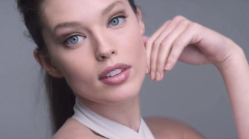 Maybelline New York SuperStay Better Skin TV Spot, 'Fast-Paced Life'