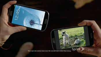 Sprint TV Spot, 'Animals Sing Deck the Halls' - Thumbnail 6