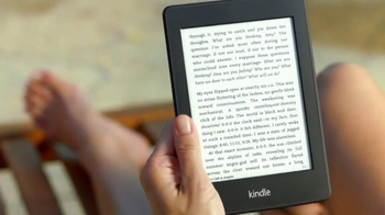 Amazon Kindle Paperwhite TV Spot, 'Poolside' Song by Cocoon - Thumbnail 7
