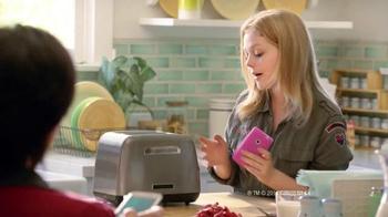 EGGO Waffles TV Spot, 'Sharing a Photo' - Thumbnail 1