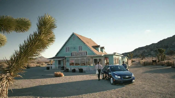 2013 Chevrolet Cruze LS TV Spot, 'Road Trip Test Drive' - Thumbnail 6