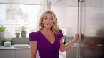 Tropicana Trop50 TV Spot, 'Circus Monkey' Featuring Jane Krakowski - Thumbnail 3
