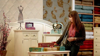 Pier 1 Imports TV Spot, 'Point' - Thumbnail 5