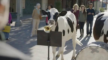 Chick-fil-A Grilled Chicken Nuggets TV Spot, 'Talented Cows' - Thumbnail 4
