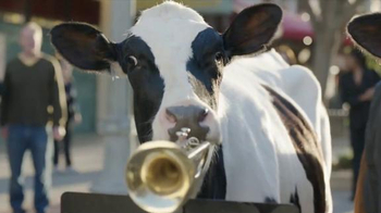 Chick-fil-A Grilled Chicken Nuggets TV Spot, 'Talented Cows' - Thumbnail 7