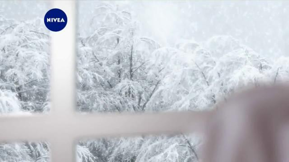 Nivea Extended Moisture TV Commercial, 'Heal Your Skin All Winter'