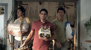 Corona Extra TV Spot, 'Fiesta' [Spanish] - Thumbnail 4