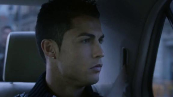 Nike TV Spot, 'Risk Everything' Feat. Cristiano Ronaldo, Boneco Neymar, Jr. - Thumbnail 6