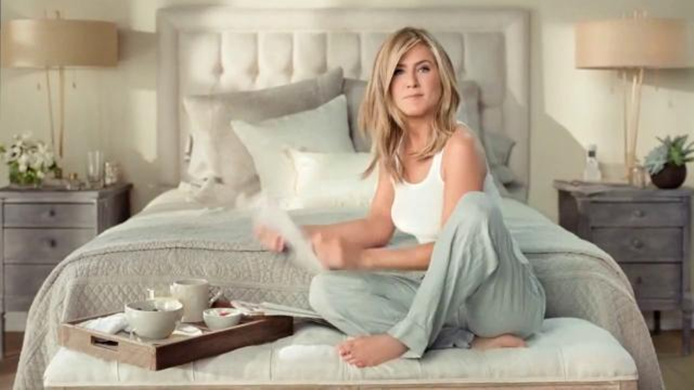 Aveeno Positively Radiant Daily Moisturizer TV Commercial Feat. Jennifer Aniston