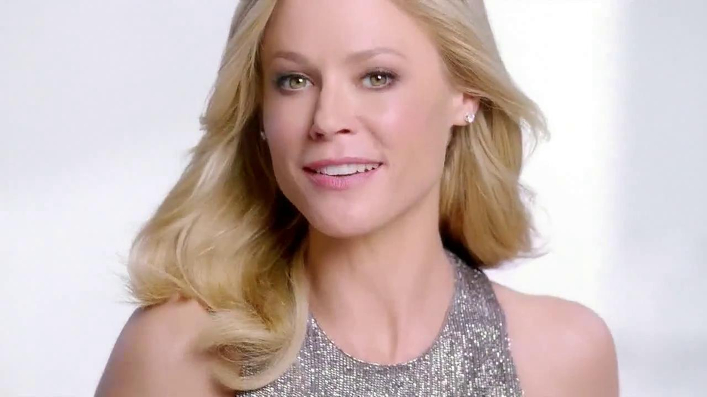 Neutrogena Rapid Wrinkle Repair TV Commercial Featuring Julie Bowen