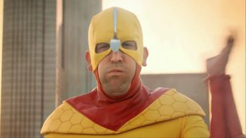 Kellogg's Crunchy Nut Cereal TV Spot Featuring A Man In Yellow Tights - Thumbnail 4