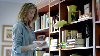 Swiffer 360 Duster Extender TV Spot, 'Book' - Thumbnail 5