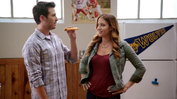 Hot Pockets Pizzeria TV Spot, 'Hot Sister Lisa' Featuring Becky O'Donohue - Thumbnail 8
