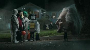 Snickers Halloween Satisfaction TV Spot, 'Horseless Headsman' - Thumbnail 4