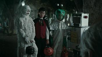Snickers Halloween Satisfaction TV Spot, 'Horseless Headsman' - Thumbnail 5