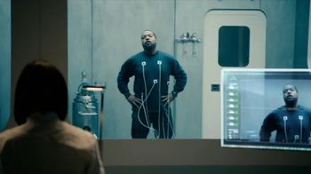Coors Light TV Spot, 'World's Most Refreshing Can' Featuring Ice Cube - Thumbnail 3