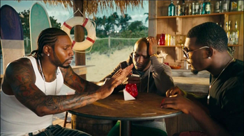 FIAT 500 TV Spot, 'At the Beach' Featuring Pitbull - Thumbnail 2