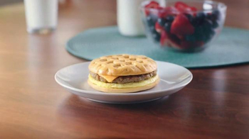 EGGO Breakfast Sandwiches TV Spot, 'Broken Toaster' - Thumbnail 10