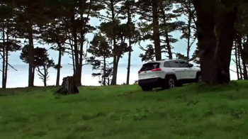 2015 Jeep Cherokee Latitude TV Spot, '2015 Award Season Event' - Thumbnail 6