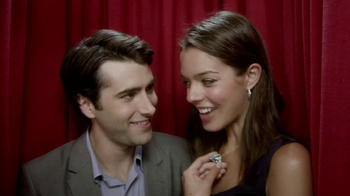 Kay Jewelers TV Spot, 'Photo Booth Valentine's Day' - Thumbnail 5