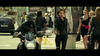 Lenovo Yoga TV Spot, 'Motorcycle Escape' - Thumbnail 6