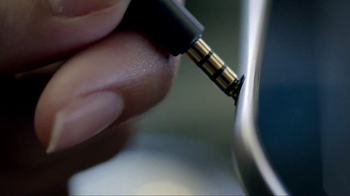 Bose QuietComfort 15 TV Spot, 'Band' - Thumbnail 3