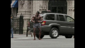 GEICO TV Spot, 'Bodybuilder Directing Traffic' - Thumbnail 5