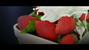 Haagen-Dazs Fruit Collection TV Spot, 'Peaches and Strawberries'