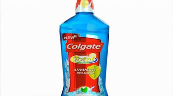 Colgate Total Adavanced Mouthwash TV Spot, 'Beach' Ft. Kelly Ripa - Thumbnail 5