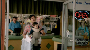 Wells Fargo TV Spot, 'Daddy's Day Out with Baby' - Thumbnail 3