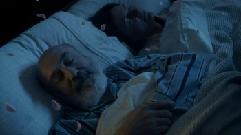 Febreze Sleep Serenity TV Spot, 'Lights Out' - Thumbnail 7