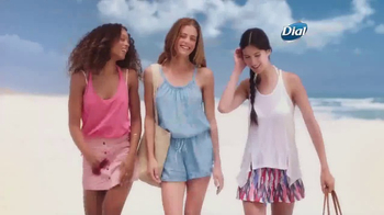 Dial Hibiscus Water Body Wash TV Spot, 'Seres queridos' [Spanish] - Thumbnail 2