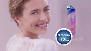 Dial Hibiscus Water Body Wash TV Spot, 'Seres queridos' [Spanish] - Thumbnail 5