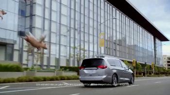 2017 Chrysler Pacifica Hybrid TV Spot, 'When Pigs Fly'