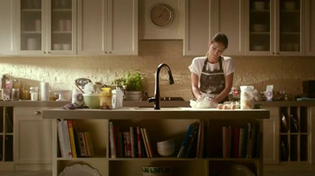 Delta Faucet TV Spot, 'Here's to the Mess Makers' Song by Vance Joy