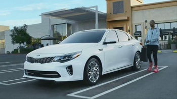 2017 Kia Optima TV Spot, 'Shoe Store' - Thumbnail 7