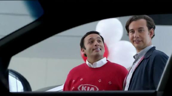 Kia Evento Holidays on Us TV Spot, 'Suéter' [Spanish]