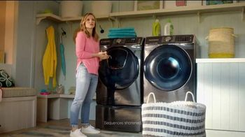 Samsung AddWash TV Spot, 'Roll Over' Featuring Kristen Bell, Dax Shepard - Thumbnail 6