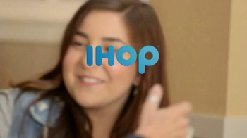 IHOP Fruit 'n Streusel Crepes TV Spot, 'A Single Mom's Reunion' - Thumbnail 6