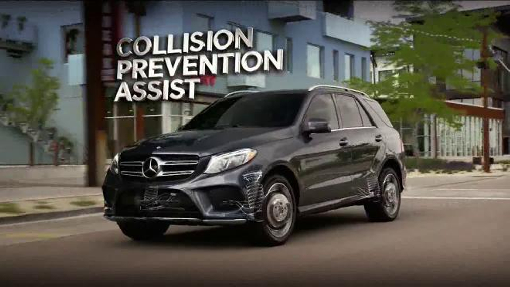 2016 mercedes benz gle tv commercial 39 velocity for Mercedes benz christmas commercial