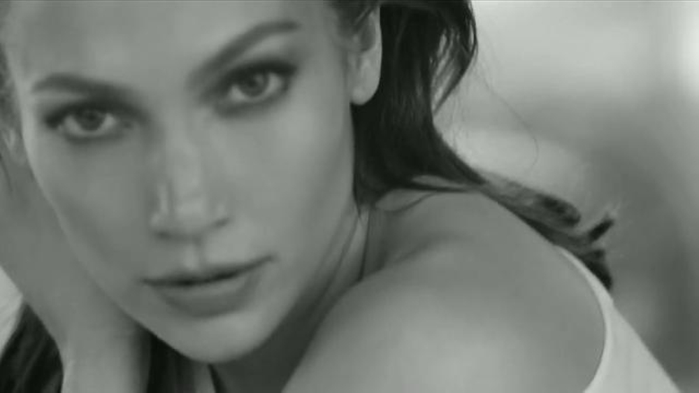 L'Oreal Paris Bright Reveal TV Commercial, 'Brilla' con Jennifer Lopez