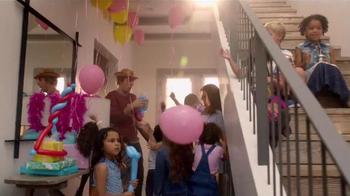 Samsung Family Hub TV Spot, 'Birthday Party' Ft. Kristen Bell, Dax Shepard - Thumbnail 4