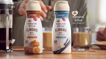 Coffee-Mate Natural Bliss Almond Milk Creamer TV Spot, 'Al revés' [Spanish] - Thumbnail 7