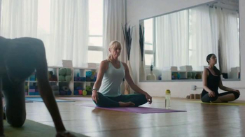 Fitbit Charge 2 TV Spot, 'Every Beat' Song by Montolieu - Thumbnail 8