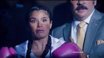 Old Navy TV Spot, 'Noche de Boxeo' con Diane Guerrero [Spanish]