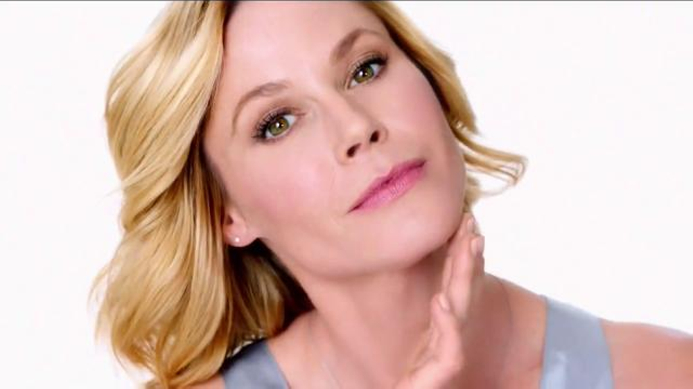 Neutrogena Rapid Wrinkle Repair TV Commercial, 'No Hurry' Featuring Julie Bowen